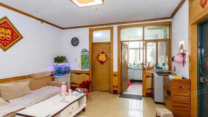 清泉小区5楼,温馨三室,有储藏室,诚心出售