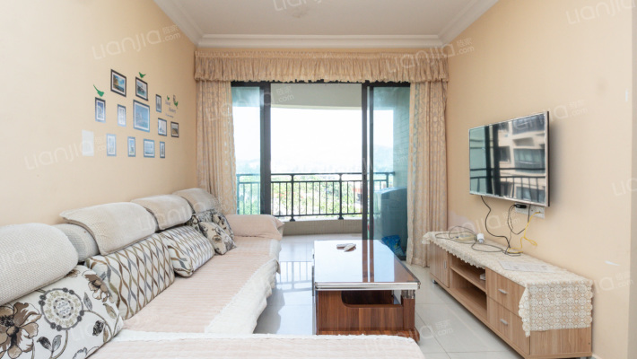 此房为打通的大5房,宽敞舒适离沙滩近,生活配套成熟