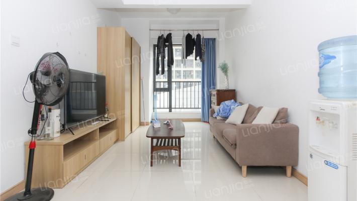 万科物业两房户型,环境优雅,业主诚心出售。