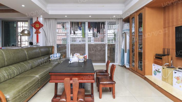 此房装修保养很好,低楼层,适合一家几口住。