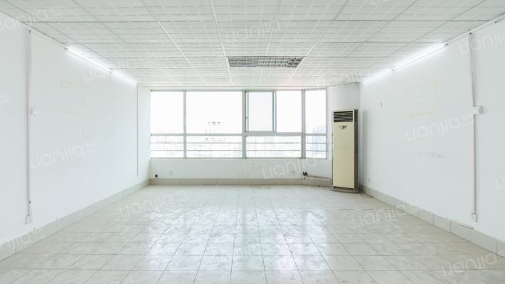 金源世界中心 1室1厅 东南