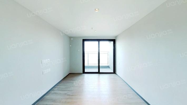 :业主诚心出售,价格实在。南向30平精装公寓