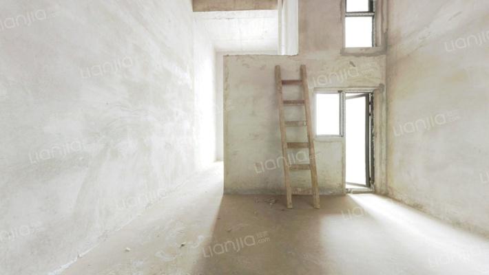 此房屋房东诚意出售,产权清晰,看房方便