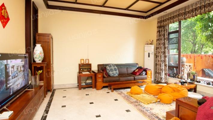 棕榈滩五房别墅,带露台,精装出售。