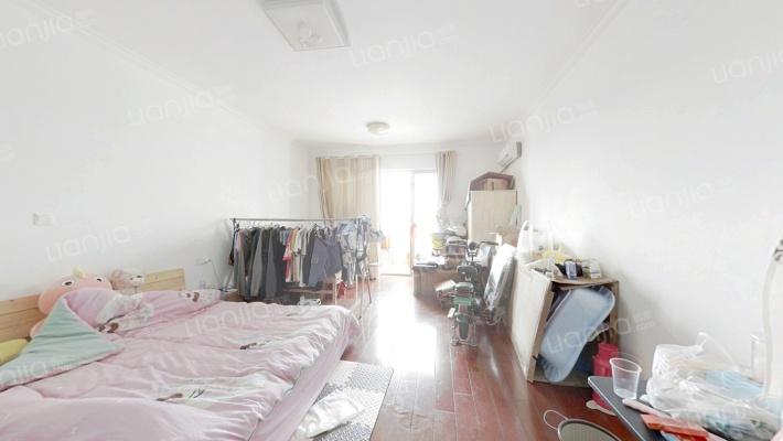 美吉特SOHO,地铁口单身公寓,54平精装,价格便宜!